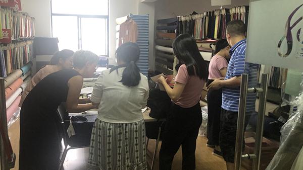 连丹客户来访兴都纺织
